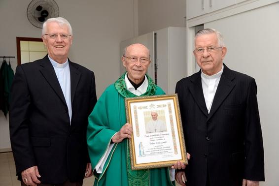 Padre Lino Stahl S.J. comemora os 60 Anos de Ordenação Sacerdotal