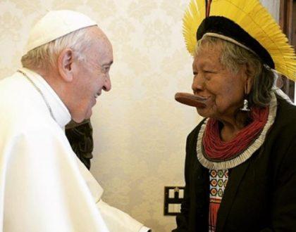 O índio Raoni, líder indígena brasileiro, encontra com Papa Francisco, no Vaticano