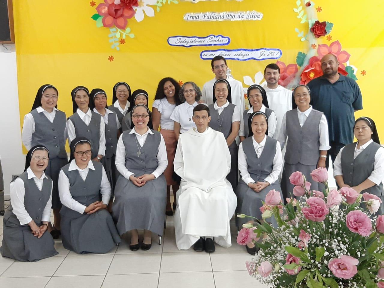 Votos Perpétuos da Ir. Fabiana Pio da Silva, da Congregação das Irmãs da Caridade de Jesus (Caritas)
